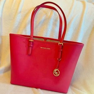 Michael Kors Jet Set Travel Medium Leather tote